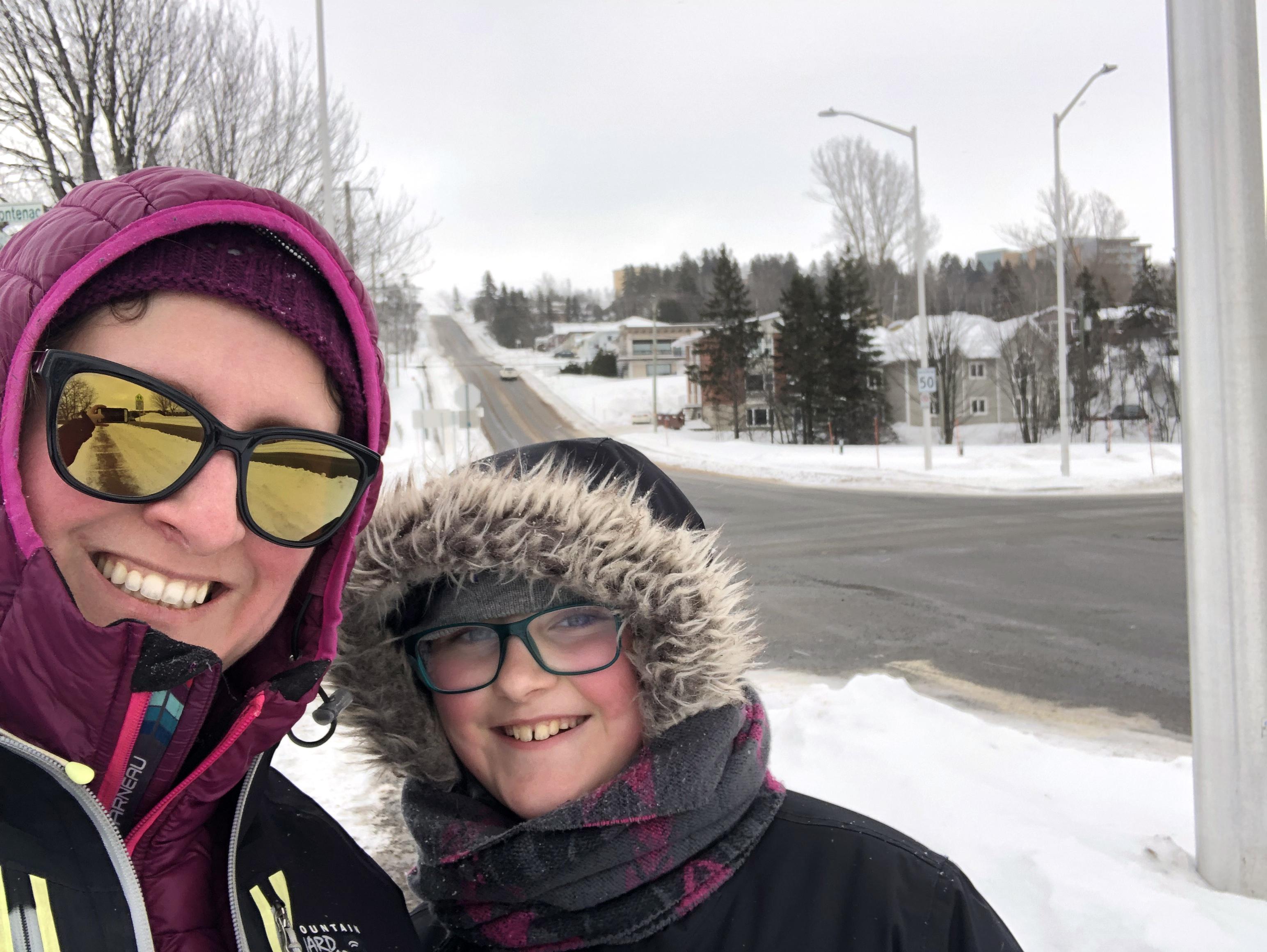 Notre ambassadrice Christiane Plamondon est accompagnée de sa fille Nathaëlle lors d'un entraînement hivernal.
